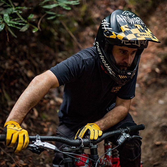 https://www.bellhelmets.com/on/demandware.static/-/Sites-bell-master-catalog/default/dw4ea00141/images/large/bell-full-9-full-face-mountain-bike-helmet-specs-700x700.jpg